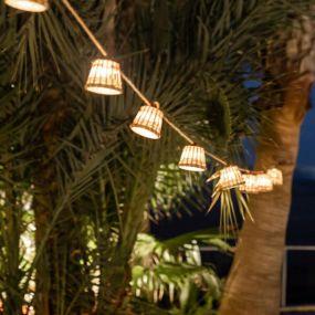 New Garden Aurora - lichtslinger op zonne-energie - 8 meter slinger waarvan 3 meter snoer - 10 LED-lampen incl. - IP44 - rotan