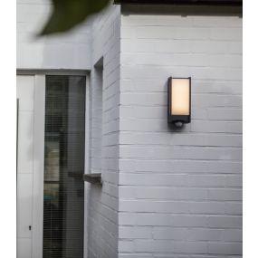 Lutec Qubo - buiten wandlamp met sensor - 11 x 10 x 27 cm - 13W LED incl. - IP54 - antraciet grijs